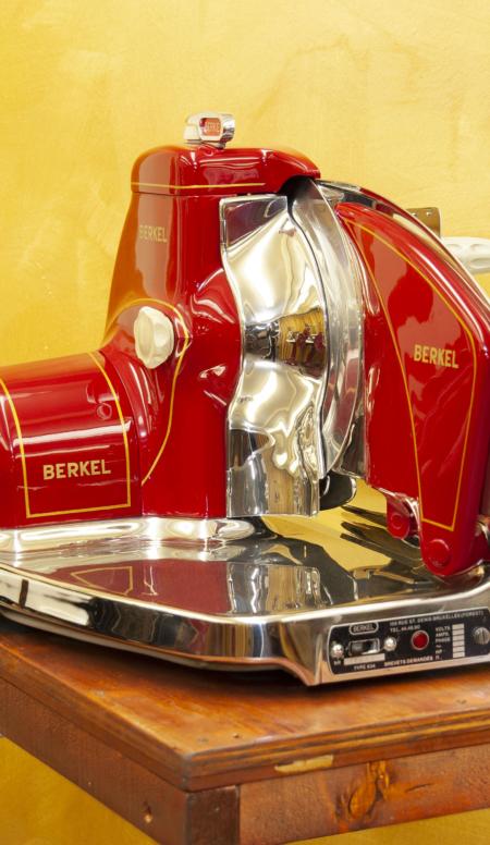 Affettatrice elettrica Berkel modello 834 rossa